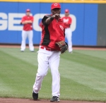 Here's Edgar Renteria throwing a chinese throwing star at Reds equipment manager Rick Stowe.  Stowe is currently having his ear reattached, as I post this.