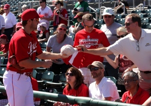 Heisey signs autographs before the game