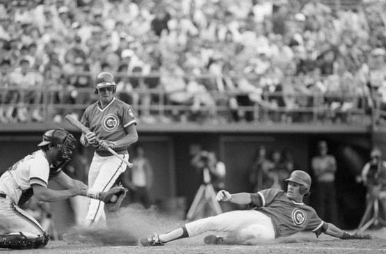 (Original Caption) 4/8/1984-San Diego, California- Chicago Cubs second baseman Ryne Sandberg slides and steals home, with his foot just touching the plate, ahead of San Diego Padre catcher Terry Kennedy, as Cubs Tom Veryzer is at bat in the 10th inning of the baseball game in San Diego. The Cubs won 8-5. (Photo credit: Bettman /Contributor Getty)